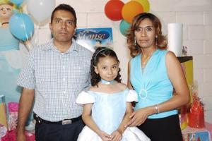 Montserrat festejó cinco años de vida, con un convivio organizado por sus papás, Javier Olivares y Guadalupe Barbosa.