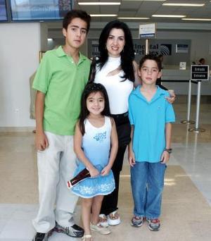 Rogelio, Michelle, Nadia y Lorena González de Silveyra viajaron a Honduras.