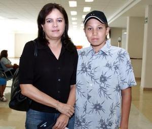 Omar Alducín y Cecilia de Alducín viajaron al DF.
