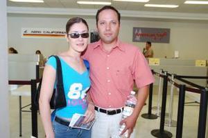 <b>25 de junio</b><p> Cuauhtémoc Mejía y Miriam Muñoz viajaron a San Diego.