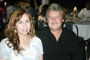 Lily Cabrales de Castro y Vicente Castro.