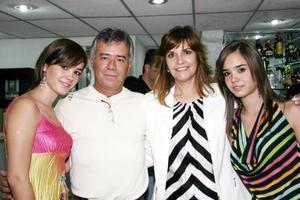Luisa, Ricardo, Malule y Ana Sofía Pérez Veyán, en pasado acontecimiento social.