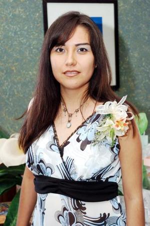 Perla Trejo López, captada en la primera despedida de soltera que le organizaron por su próxima boda.