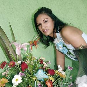 Viviana Ortega Tinajera, captada en la despedida que le ofrecieron por su próxima boda con Julio Rangel Martínez.