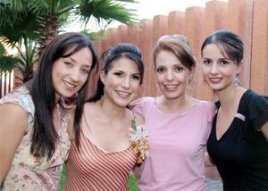 Gaby de Bernal, Heidi de Ibarra y Carolina de Soto acompañaron a Mayté Romero García en su despedida de soltera.
