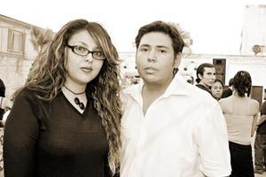 Brenda Valenzuela y César Urdaibay.