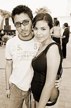 Rogelio Benitez y Brenda Ibarra.