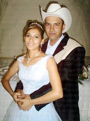 Lic. Jesús Alberto Hurtado Alférez y Srita. Perla Vanessa García Luna contrajeron matrimonio el sábado 18 de junio.