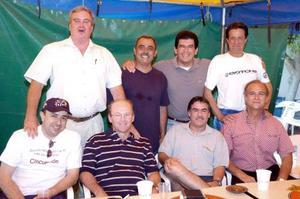 Alberto Díaz de León, José Antonio Villarreal, Alejandro Diez, Carlos Román Cepeda, José Jiménez, Enrique Galindo, Elías Quezaday otro amigo.