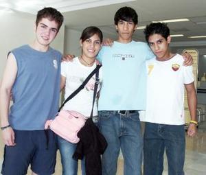 Elisa Delgado viajó al DF y fue despedida por Pedro, Fernando y José.