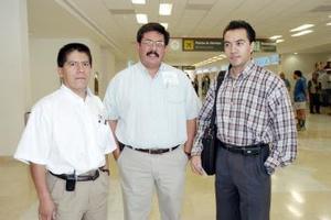 <b>26 de junio</b><p> Sidrionio Martínez, Martín Luna y Erasmo Vite viajaron al Distrito Federal.