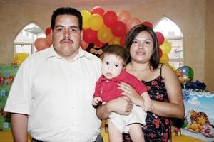 Agustín Fernández González e Irma M. Domínguez la organizaron una alegre piñata a su hijo Agustín Fernández Domínguez, por su primer año de vida.