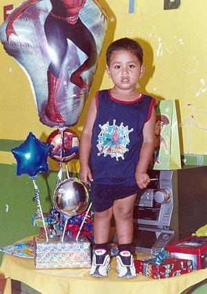 Daniel Enrique Puente Carmona celebró su cumpleaños con una piñata organizada por sus papás, Israel Puente y Verónica Carmona.