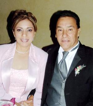 Gabriela de López y Carlos López.