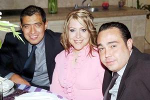 <b>29  de junio </b><p>  Marco Gordillo, Karla Díaz Flores y Gilberto Villarreal.