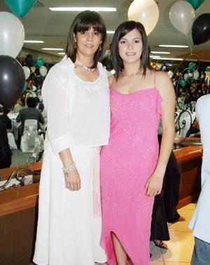 <b>29 de junio </b><p>  Rosa María de Segura con su hija Mónica.