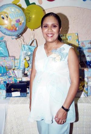 <b>30 de junio </b><p> Con motivo del cercano nacimiento de su primer bebé que será niño, Rosalinda Ortiz de Andrade disfrutó de una fiesta de canastilla en días pasados.