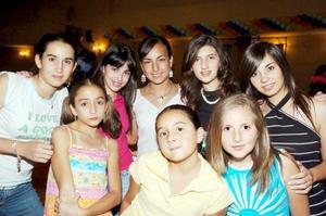 Mariel Álvarez, Ana Cris de la Peña, Cecy Gutiérrez, Luly Marcos, Natalia Álvarez , Anilú Álvarez, Vicky Álvarez y Érika Marcos.