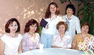 <b>30 de  junio</b><p> Melody Melissa Stephens Echeverría, acompañada por algunas de las invitadas a la despedida de soltera que le organizaron hace unos días.