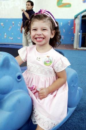 <b>27 de junio</b><p> La pequeña Alegra Victoria Hasler Aristegui, captada el día que celebró su cumpleaños.