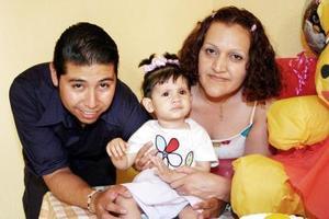 Aislynn García Reyes cumplió un año de vida y sus papás, Jorge y Argentina García, le prepararon una riquísima merienda.