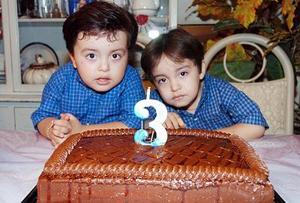 Juan Pablo e Iván Antonio Mosqueda Chávez cumplieron tres años de vida, motivo por el cual celebraron con un divertido convivio infantil.
