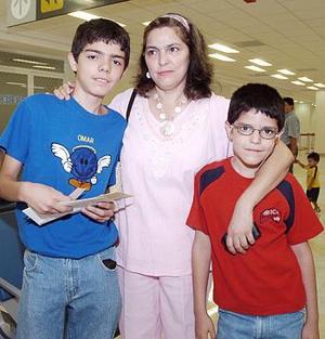 Mario Omar y Cristian de la Rosa viajaron a Tijuana y los despidió Marcela García.