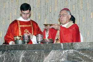 El obispo de Torreón, don José Guadalupe Galván Galindo, celebra 40 años al servicio de la iglesia.