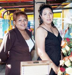 <b>30 de junio </b><p> María Guadalupe López Soto disfrutó de una despedida, que le ofreció su amiga Mónica Castro Rubio por su próximo matrimonio.