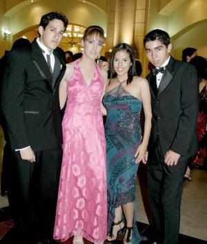 <b>30 de junio </b><p>  Ray Guardado, Ale Izaguirre, Cristy Cossío y David Contreras.