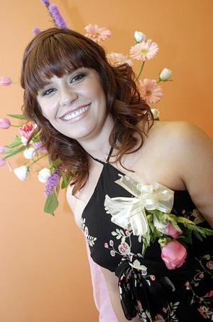 <b>28 de junio </b><p> Cristy Padilla Bocanegra, captada en su vdespedida de soltera.