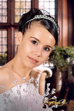 Srita. Irma Haydé Martínez Balderas, en una fotografía de estudio con motivo de sus quince años.