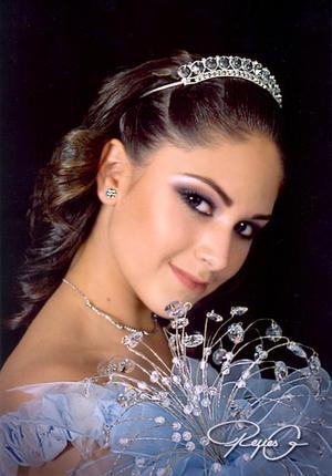 Srita. María Fernanda Jaik Valenzuela, en una fotografía de estudio con motivo de sus quince años.