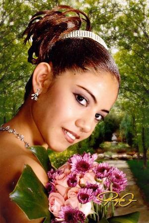 Srita. Yoosajaira Crespo Franco, en una foto de estudio con motivo de sus quince años
