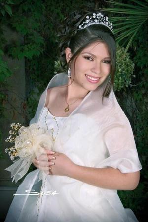 María Teresa Carrillo Díaz celebró sus quince años de vida, con una misa de acción de gracias, el sábado 9 de julio de 2005.