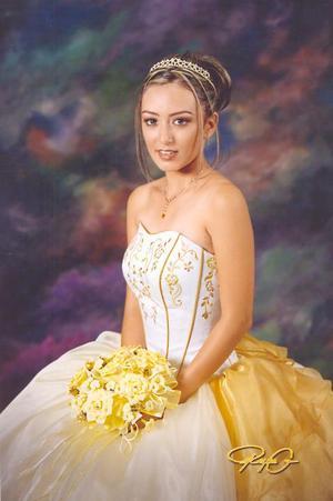 Srita. Laura Susana Escobedo Escareño en una foto de estudio con motivo de sus quince años