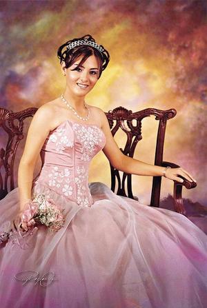 Srita. Patricia Guadalupe Reyes Hernández, en una foto de estudio con motivo de sus quince años.