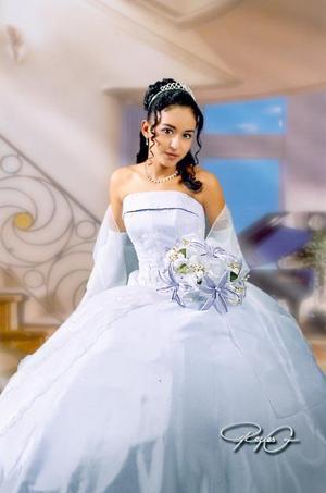 Srita. Yuridia LeticiaGonzález Salazar, en una foto de estudio con motivo de sus quince años de vida.