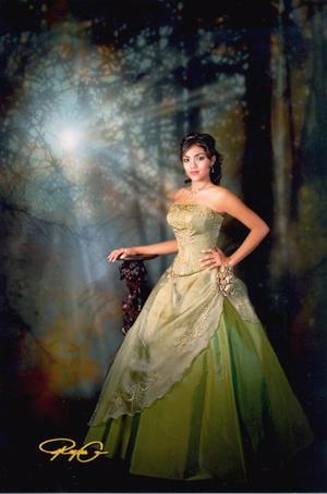 Srita. Perla Lizeth de León Reza, en una foto de estudio  con motivo de sus quince años