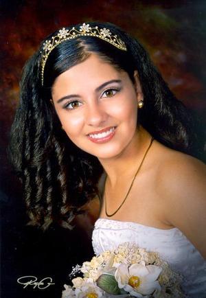 Srita. Karina Berenice Alonso MIranda, en una fotografía de estudio con motivo de sus quine años de vida, ella es hija de los señores Ernesto Alonso Huitrado y Lourdes Miranda de Alonso