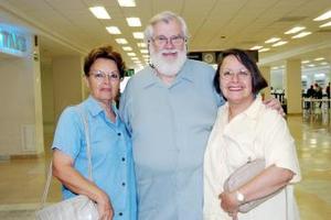 Arthur Warmoth viajó a Cancún y fue despedido por Georgina y Judith.
