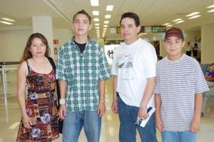 María Luisa Nogal, Victor Manuel, Luis Ángel y Manuel Brambilia viajaron a Guadalajara.