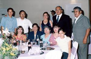 Alejandro Velásquez, Yolanda de Velásquez, Alejandro Velásquez Jr., Pola Mata, Martha de Medrano, Olga Hernández, Damaris Velásquez, Francisco Reynoso, Roberto Carrillo y Concepción.