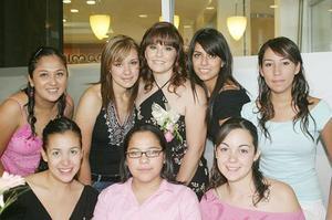 Cristy Padilla Bocanegra, en su despedida acompañada por Cristina de la Rosa, Liliana Padilla, Jazmín Cárdenas, Alejandra Arellano, Adriana Hernández, Lorena Ríos y Beatriz Ortiz.