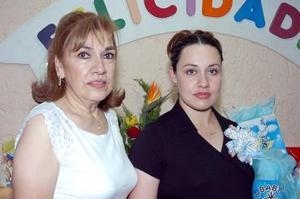 Elizabeth Emery de Cardona disfrutó de una fiesta de canastilla, que le organizó Margarita Martínez de Emery.