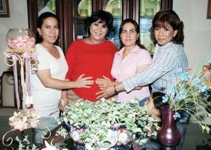 <b>01 de julio 2005</b><p> Sandra Escandón, Mayel García y Élida Vázquez le ofrecieron una fiesta de canastilla a Guadalupe González de Flores, por el próximno nacimiento de su segundo bebé.