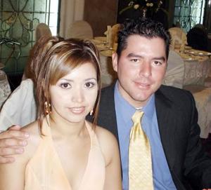 <b>01 de julio 2005</b><p>  Gretel Cervantes Valdez y Fernando García Flores, en pasado festejo social.