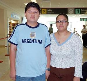 Cristian Alonso Delgadillo viajó a Cancún y fue  despedido por Rosa Orozco.