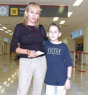 Aurora Alemán y Daniel González viajaron a Hermosillo.