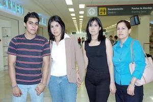 <b>02 de julio 2005</b><p> Silvia Rodríguez, Abigaíl y Grace Palacios viajaron a Tijuana.